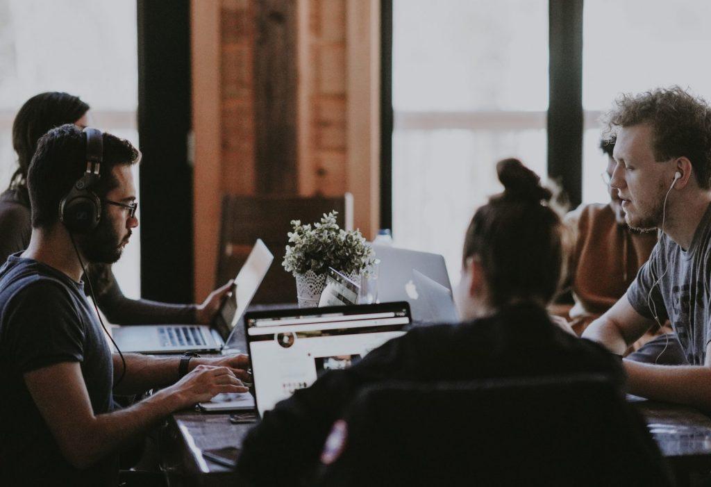 Daily Huddle – 3 Fragen, um die Leistung deines Teams zu pushen 1